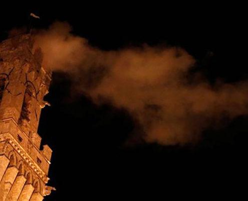 torre del mangia in fiamme